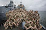 Fregatte, KARLSRUHE, Bremen-Klasse, Klasse 122, F212, 2.Fregattengeschwader, Wilhelmshaven, Besatzung219, 1x76mm-Geschütz, 2x20mm-Geschütz, Harpoon, SeaSparrow, RAM-Flugkörper, UJagd, Torpedo, Seezielbekämpfung, Radar, See-und Luftraumüberwachung, Navigation, Sonar, in Fahrt, auf See