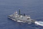 Luftbild der Fregatte KARLSRUHE während des Einsatzes im Mittelmeer