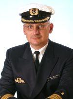 Kommandant der Fregatte Karlsruhe, Fregattenkapitän Hans-Joachim Kuhlfahl