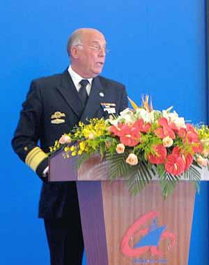 Vizeadmiral Nolting vor dem Symposium