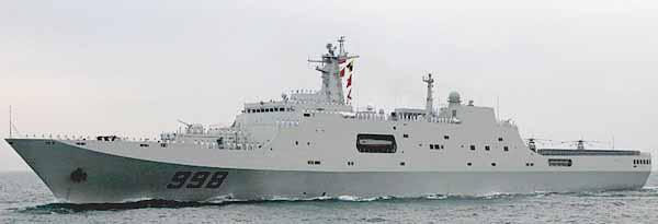 Docklandungsschiff KUNLUN SHAN bei der Flottenparade