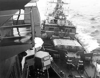 früher durchaus üblich: eine russische Fregatte versucht einen US-Kreuzer abzudrängen (Foto: US Navy)