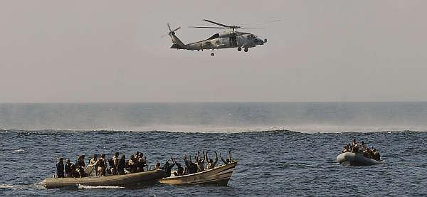 Marineforum - ein Piratenboot wird aufgebracht (Foto: US Navy)