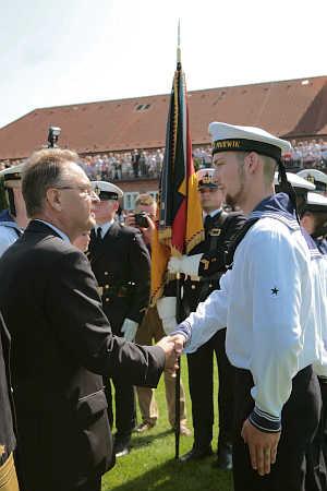 Marineforum - Dr. Hans-Jürgen Papier bei der Vereidigung (Foto: dt. Marine)