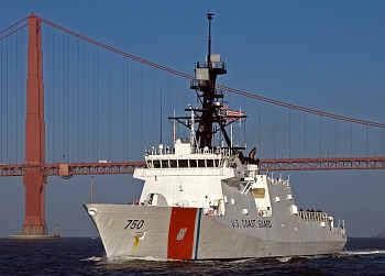 Marineforum - BERTHOLF vor der Golden Gate Bridge (Foto: USCG)