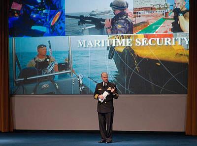Marineforum - Admiral Roughead begrüßt die TeilnehmerTeilnehmer