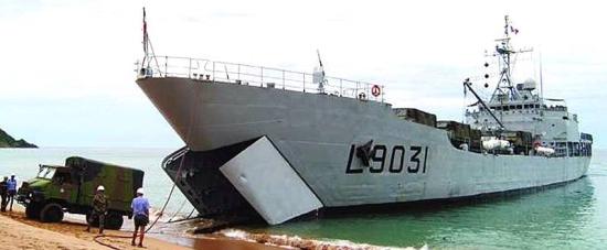 Marineforum - französisches Landungsschiff FRANCIS GARNIER (Foto: franz. Marine)