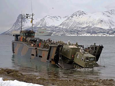 Marineforum - Landung am Polarkreis (Foto: Royal Navy)