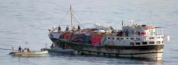 Marineforum - MCFAUL Boardingteam bei der Dhau (Foto: US Navy)