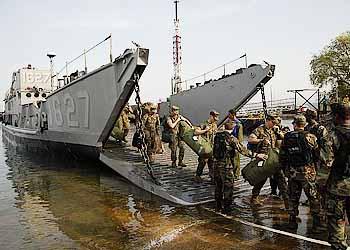 Marineforum - US Marines gehen zu Balikatan 2009 an Land (Foto: US Navy)