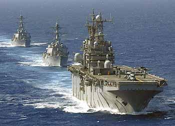 Marineforum - NASSAU ESG passiert Gibraltar (Foto: US-Navy)