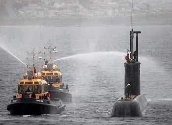 feuchte Begrüßung für S-102 (Foto: TKMS)
