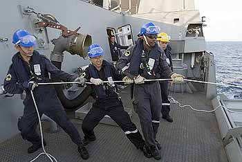 Marineforum - RAS auf der STEADFAST (Foto: US-Navy))