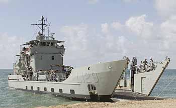 Marineforum - Landungsboot der BALIKPAPAN-Klasse (Foto: austr. Marine)