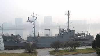 Marineforum - die PUEBLO an ihrem heutigen Liegeplatz in Pjöngjang (Foto: Autor)