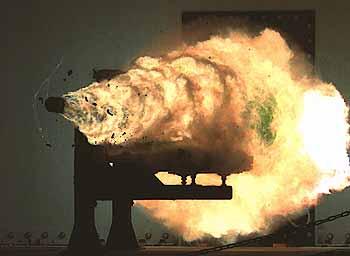 Marineforum - Testschuss im Januar 2008 (Foto:  US-Navy)