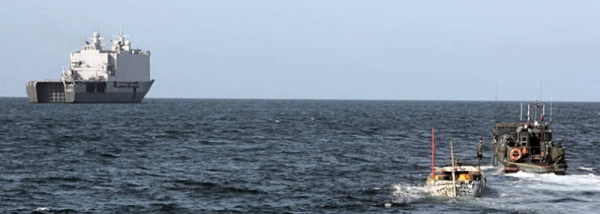 Marineforum - Landungsboot der JOHAN DE WITT mit Piratenmutterboot