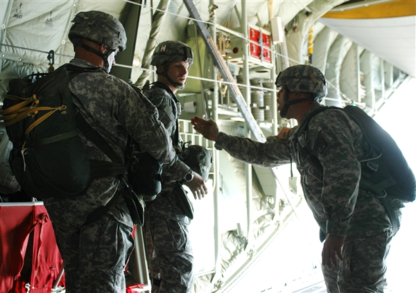 USA —  Army Jumpmaster Earns Coveted Master Parachutist Wings