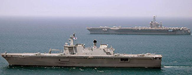 Marineforum - DOKDO und GEORGE WASHINGTON (Foto: US Navy)