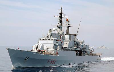 Marineforum - ARTIGLIERE bei Ionex-2010 (Foto: ital. Marine)