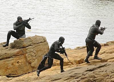 Verdeckter Angriff aus dem Wasser (Foto: PIZ Marine)