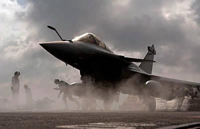 Marineforum - Rafale startet auf CHARLES DE GAULLE (Foto: MoD France)