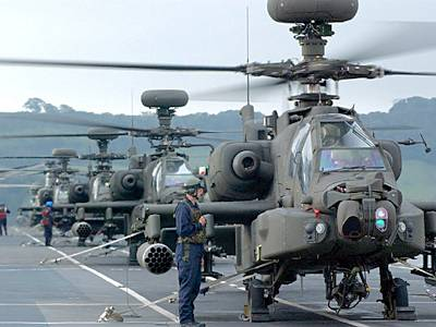 Marineforum - Kampfhubschrauber Apache auf der OCEAN (Foto: Royal Navy)