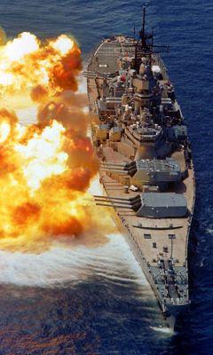 Marineforum - IOWA mit Breitseite (Foto: US Navy)