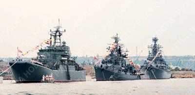 Marineforum - Schwarzmeerflotte bei Flottenparade (Foto: Novosti)
