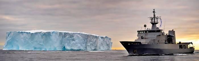 eines der OPV am Rande der Antarktis (Foto: RNZN)
