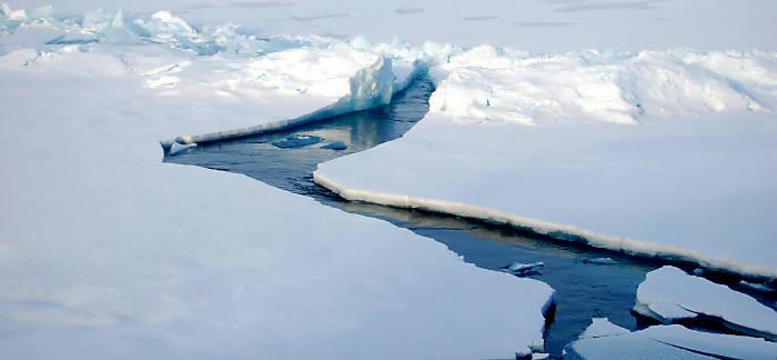 aufreißendes Eis in der Arktis (Foto:  Archiv Autor)