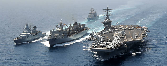Fregatte 'Hamburg' in der 'Eisenhower' Carrier Strike Group der US Navy (Foto: PIZ Marine)