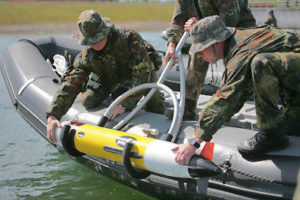 Drohne REMUS wird ausgesetzt (Foto: Deutsche Marine)